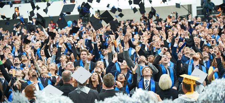 Graduates throw up their graduation hats at the graduation ceremony